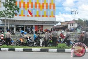 Blokade di jalan Padang Bulan-Abepura dibuka aparat kepolisian Jayapura