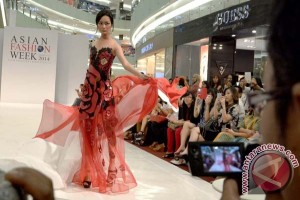 AFW designers join traditional contest marking independence day in Surabaya