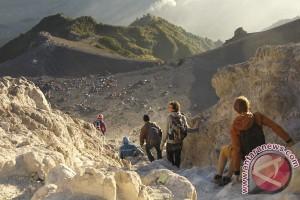 Bulan puasa jumlah wisman pendaki puncak Merapi meningkat
