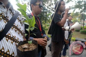 Protes Penebangan Pohon