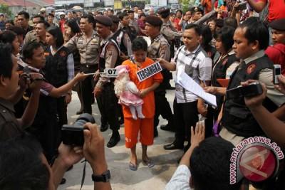 Usia kehamilan Dona terdakwa pembunuh bayi Jenatte hambat sidang