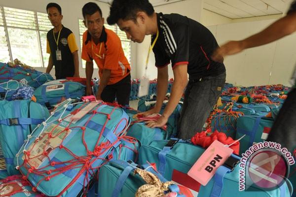 Petugas embarkasi Surabaya temukan 24 koper jamu dan rokok