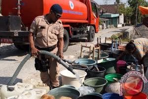 Warga 41 desa di Rembang kesulitan dapat air bersih