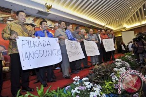Walikota - Bupati Tolak Pilkada oleh DPRD