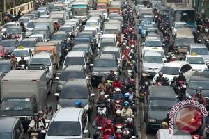 Jumlah motor dan mobil di Jakarta tumbuh 12 persen tiap tahun