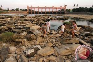 Kekeringan sudah ke Tangerang, Sungai Cisadane mengering