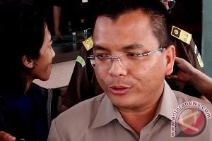 Denny Indrayana batal diperiksa hari ini
