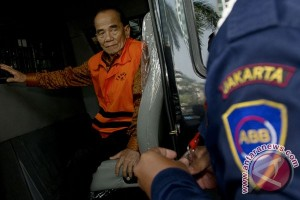 KPK periksa Gubernur Riau Annas Maamun
