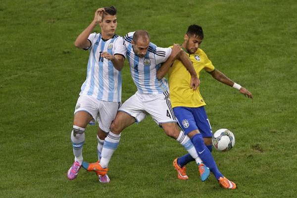 Warga Brasil menyambut gembira prestasi tim sepak bola