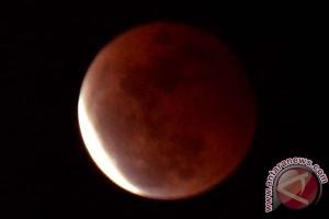 Gerhana bulan merah sempurna terlihat di Makassar