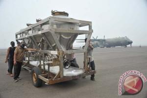 Satgas Karhutla Riau tebar 41 ton garam hujan buatan