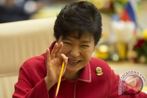 S. Korea`s Park, rocked by scandal at home, to miss APEC Summit
