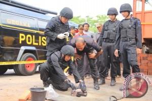 Gegana amankan bom rakitan di Ambon