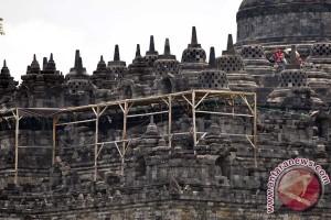 Seniman gelar pameran lukisan peringati 200 tahun Borobudur