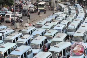 Ahok: angkutan umum harus berlakukan tarif baru