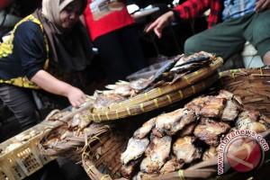 "Ribuan alumnus IPB kampanye ""Ayo Makan Ikan"""