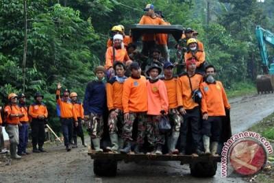 Pencarian korban longsor Banjarnegara dihentikan sementara