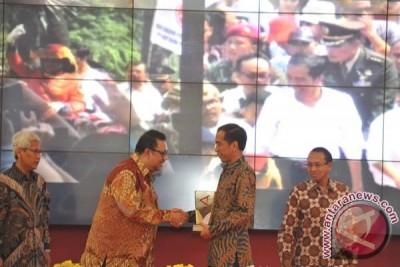 Presiden Dianugarahi Antara Achievement Award