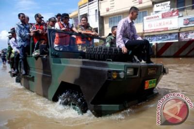 Mendag Tinjau Banjir