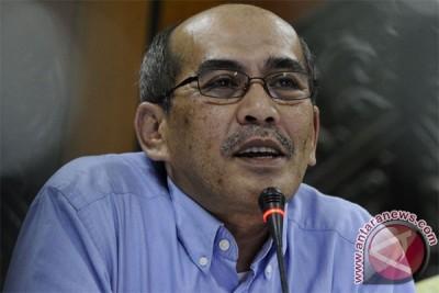 Faisal Basri: Penyampaian harga BBM tidak transparan