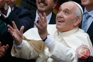 """Paus sebut Mahmoud Abbas """"malaikat perdamaian"""""""
