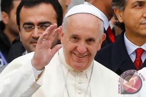 Paus Fransiskus menolak komentari Trump
