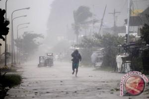 Bandara Nagan Raya rusak diterjang angin