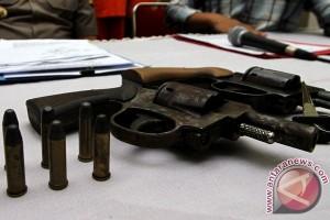 Polsek Cilandak amankan dua polisi sewakan pistol