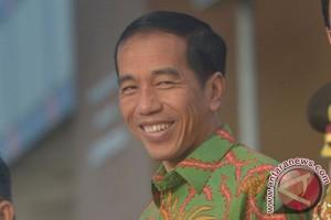 President Jokowi visits shipyard in Busan