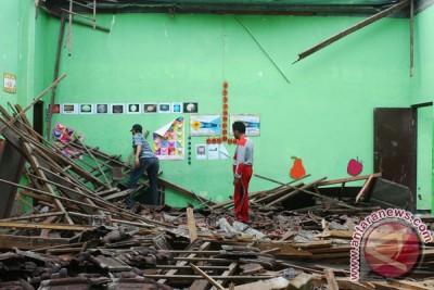 Polisi Sukabumi selidiki ambruknya atap tempat seminar