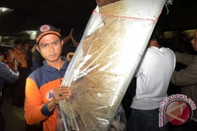 Dua jenazah AirAsia diterbangkan ke Surabaya
