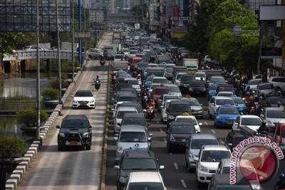Mobil Pribadi Di Jalur Transjakarta