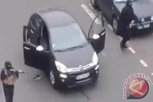 "Pelaku Penembakan Di New Zealand Image: Pelaku Penembakan Di ""Charlie Hebdo"" Kabur Dengan Mobil"