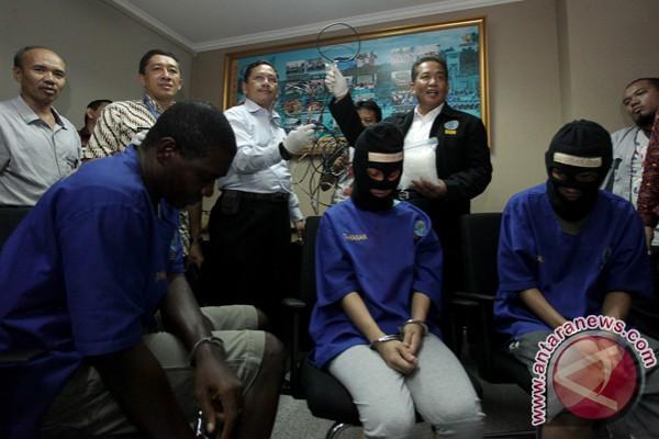 narkoba tes urine anggota polisi tangkap bandar narkoba christopher