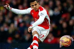 Sanchez bawa Arsenal melaju di Piala FA