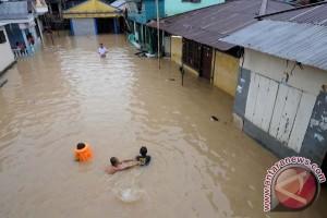 Korban banjir Manado masih mengungsi di rumah ibadah