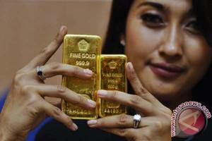 Emas naik setelah data ekonomi AS melemah