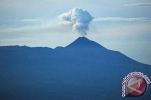 Gunung Lokon bisa keluarkan lagi letusan uap