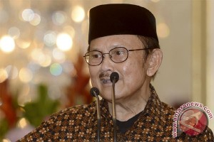 BJ Habibie 80 tahun: semangat tetap menyala