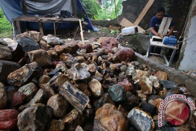 Regulasi penambangan batu akik segera dibuat