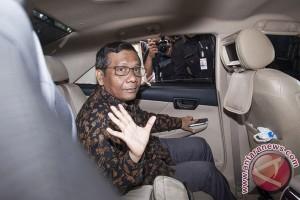 Akbar Tandjung dan Mahfud MD kunjungi Anas di KPK