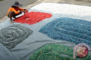 Produsen didorong gunakan plastik mudah terurai