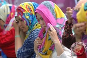 Kiat modis di kantor untuk perempuan berhijab