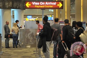 Gain and loss from visa-free travel policy