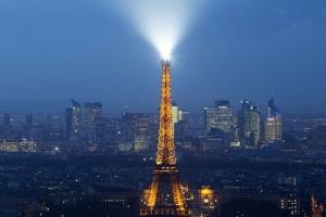 Lampu Menara Eiffel dipadamkan sebagai solidaritas untuk warga Aleppo
