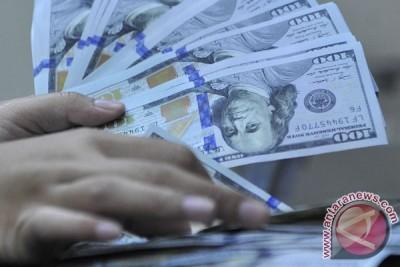 Rupiah langsung melemah ke 13.047 per dolar di awal perdagangan