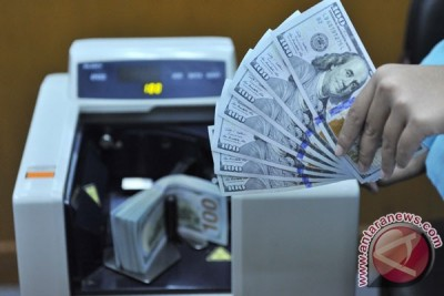 Rupiah menguat tipis ke 13.449 per dolar AS