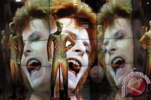 Koleksi seni David Bowie dipamerkan di Hong Kong