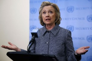 Hillary Clinton debat dengan komedian dalam acara parodi