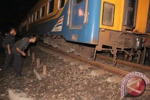 Polisi duga rel retak pemicu kereta api anjlok